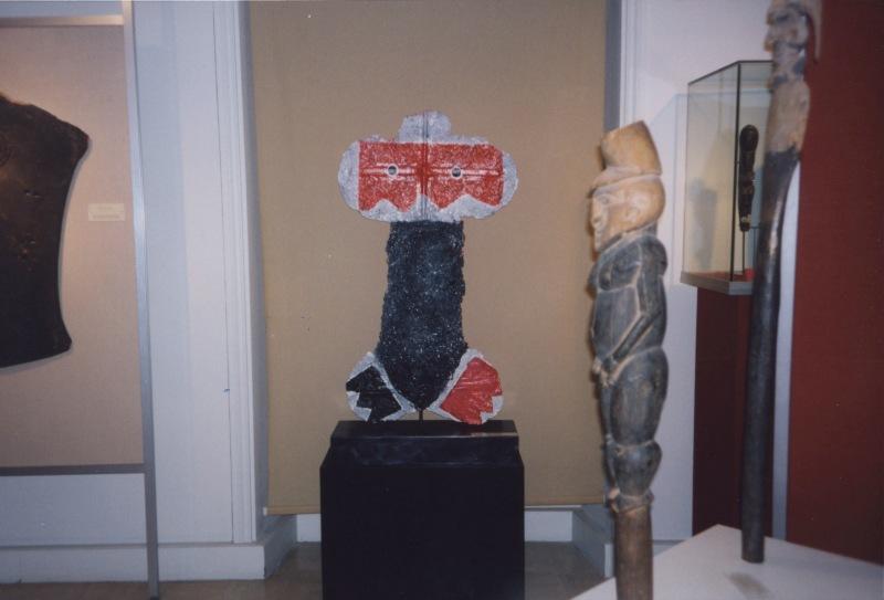"""""""LES FETICHES"""" Musee de Beaux-Arts, Musee du Papier, Angoulême Maio 1993, CREDIT JOSÉ DE GUIMARÃES"""