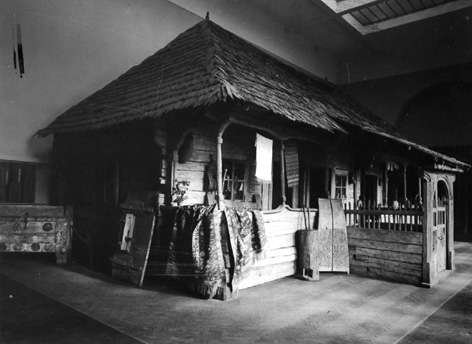 The house of Antonie Mogoș, Târgu Jiu area, Craiova region, 13 × 17.5 cm, photograph taken in a hall of the National Museum in Bucharest. Folk Art Museum (MAP) collection