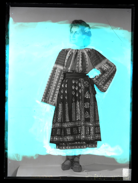 31. Folk costume, Mihai Oroveanu Collection, from The Ethnological Archive of The National Museum of the Romanian Peasant, Bucharest, negative on glass, reference code O-257, (between 1880 - 1996)